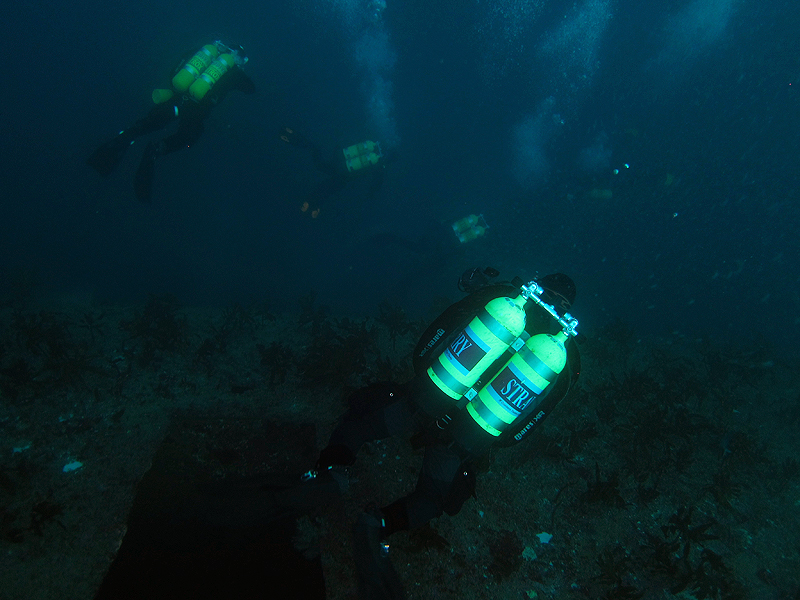 Descending on the Waikato Wreck